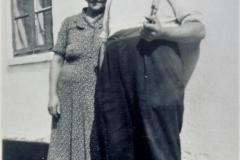 Sejs Søvej 86 - I Johanne (f.1897) og Johan (f.1895) Sørensen. Ca. 1950