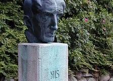 Nis Petersens buste i Laven