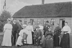 Sejs skole. Lærer Frederiksen med familie. Ca. 1908